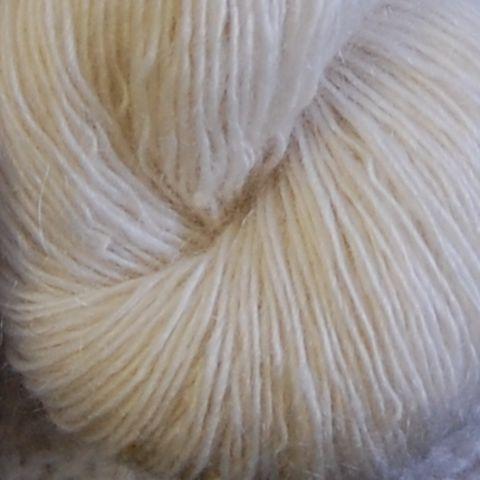 1 trådet mohairgarn fra Hjelholt uldspinderi