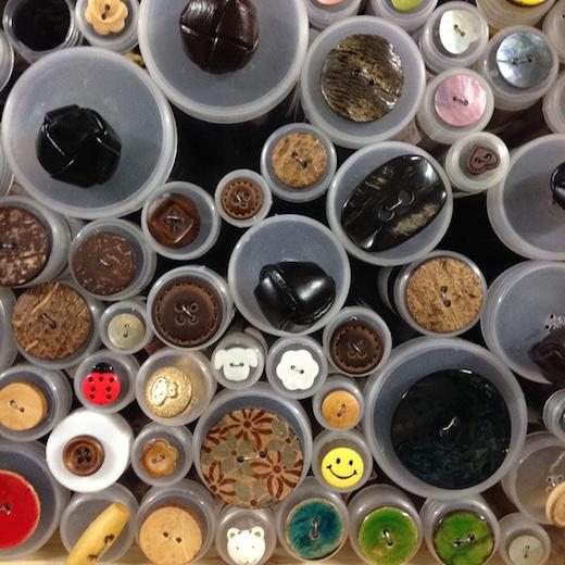 Knapper - Køb flotte knapper hos Lisbjeg Garn